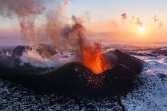 Plosky Tolbachik volcano begins erupting